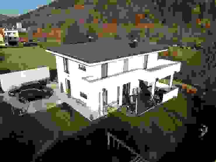 Drohnenperspektive Südwest Moderne Häuser von archipur Architekten aus Wien Modern Ziegel