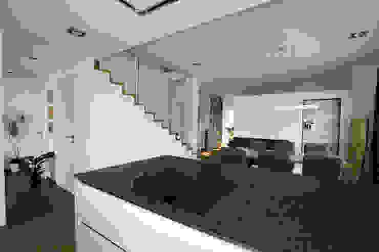 Kücheninsel: modern  von archipur Architekten aus Wien,Modern