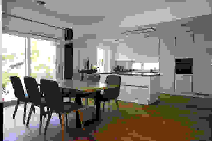 Essbereich und Küche: modern  von archipur Architekten aus Wien,Modern