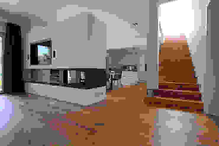 Feuerstelle, Treppe Moderne Wohnzimmer von archipur Architekten aus Wien Modern