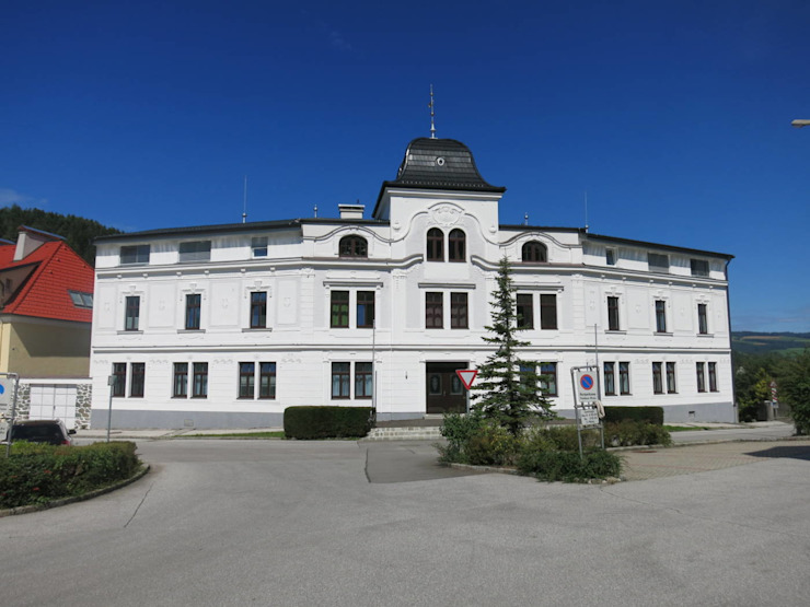 Strassenfassade nach der Revitalisierung + Aufstockung:   von archipur Architekten aus Wien,