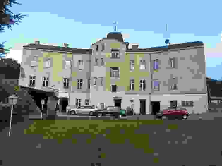 Südostfassade vor der Revitalisierung:   von archipur Architekten aus Wien,