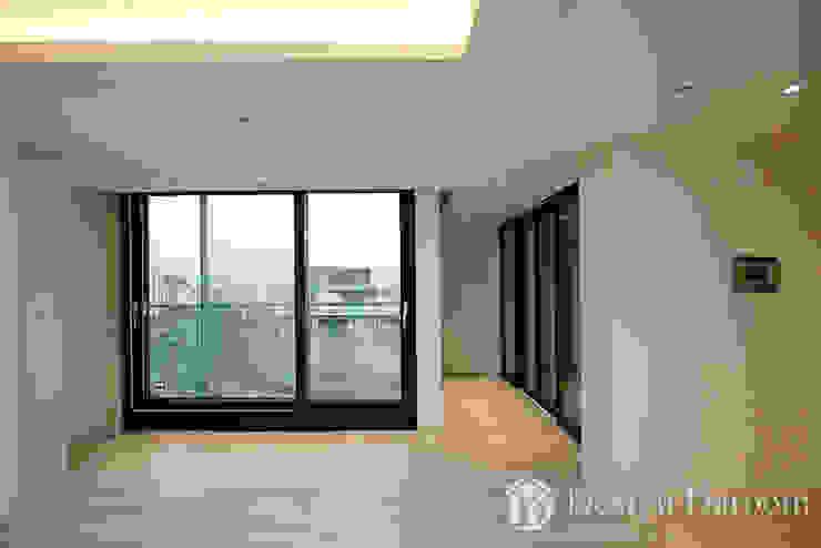 광장동 신동아 파밀리에 32py 거실 by Design Daroom 디자인다룸 모던