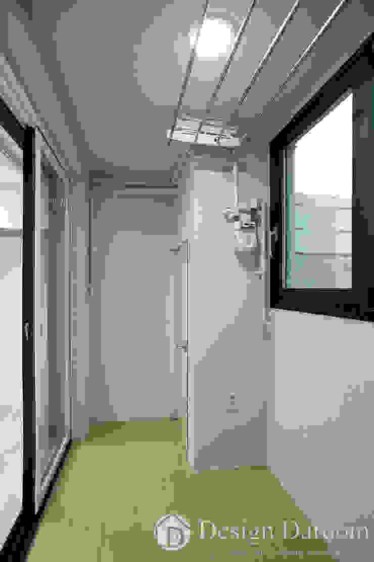광장동 신동아 파밀리에 32py 다용도실 모던스타일 발코니, 베란다 & 테라스 by Design Daroom 디자인다룸 모던
