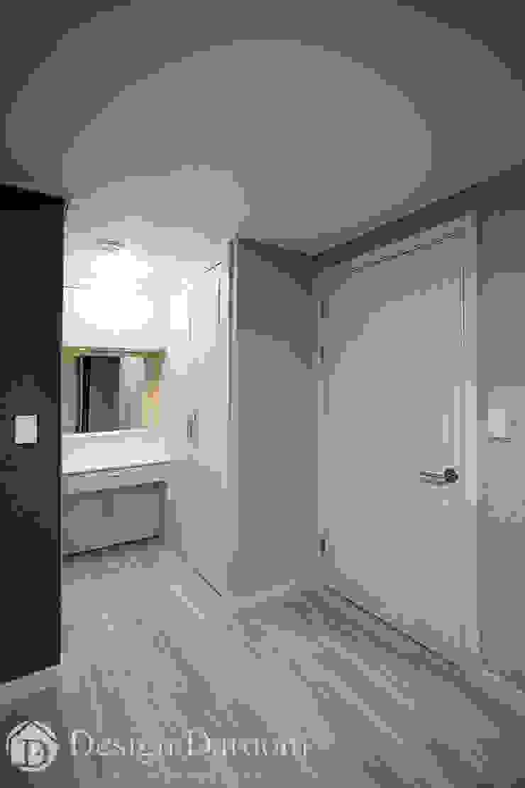 광장동 신동아 파밀리에 32py 안방 파우더 공간 모던스타일 드레싱 룸 by Design Daroom 디자인다룸 모던