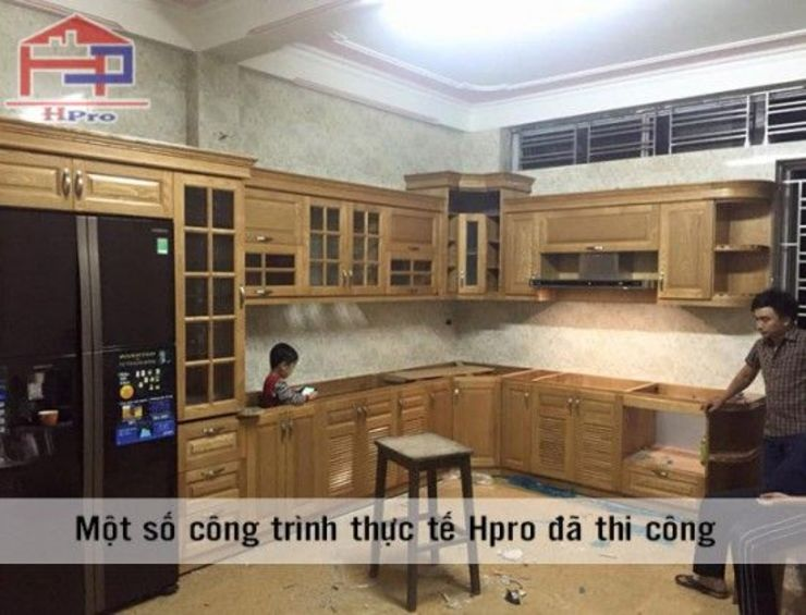 Thi công lắp đặt tủ bếp gỗ sồi nga nhà anh Khê tại Thái Bình: hiện đại  by Nội thất Hpro, Hiện đại