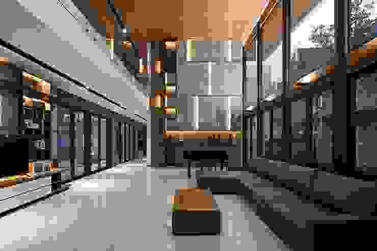 Gio House Bandung:modern  oleh CV Berkat Estetika, Modern Bahan Sintetis Brown