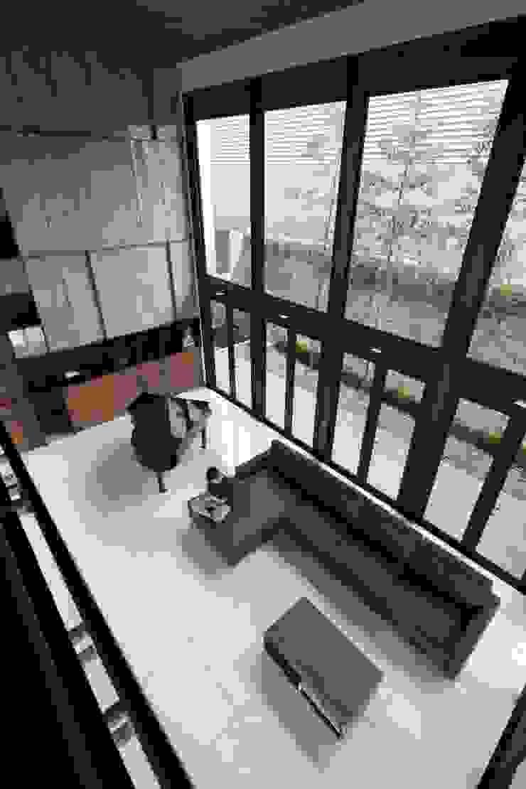 Gio House Setraduta Ruang Keluarga Modern Oleh CV Berkat Estetika Modern Kayu Lapis