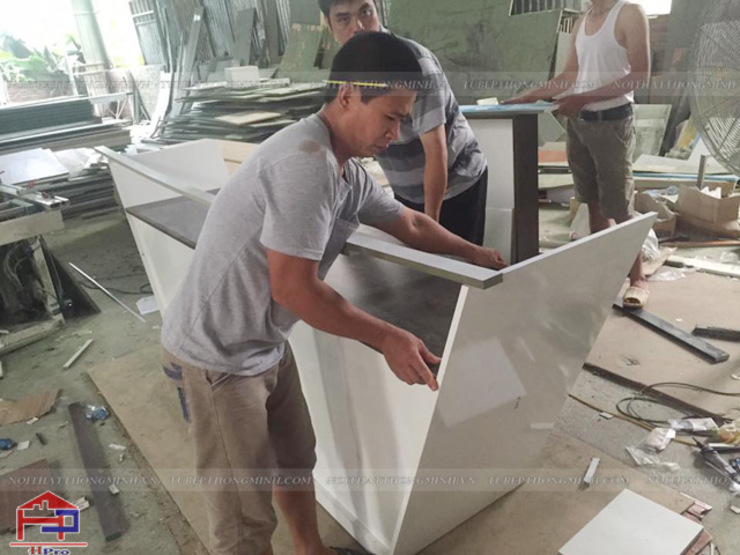 Lắp ráp nội thất gỗ laminate tại xưởng cho nhà hàng Buffet Poseidon- 85 Lê Văn Lương: hiện đại  by Nội thất Hpro, Hiện đại