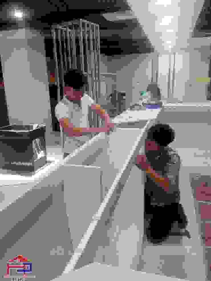 Tiến hành lắp đặt nội thất gỗ laminate cho nhà hàng Buffet Poseidon- 85 Lê Văn Lương: hiện đại  by Nội thất Hpro, Hiện đại
