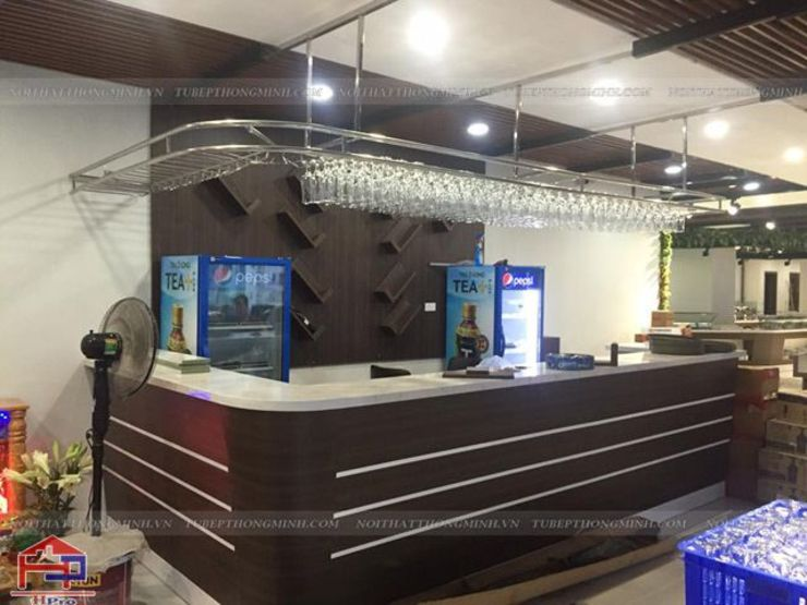 Ảnh thực tế quầy bar laminate nhà hàng Buffet Poseidon- 85 Lê Văn Lương: hiện đại  by Nội thất Hpro, Hiện đại