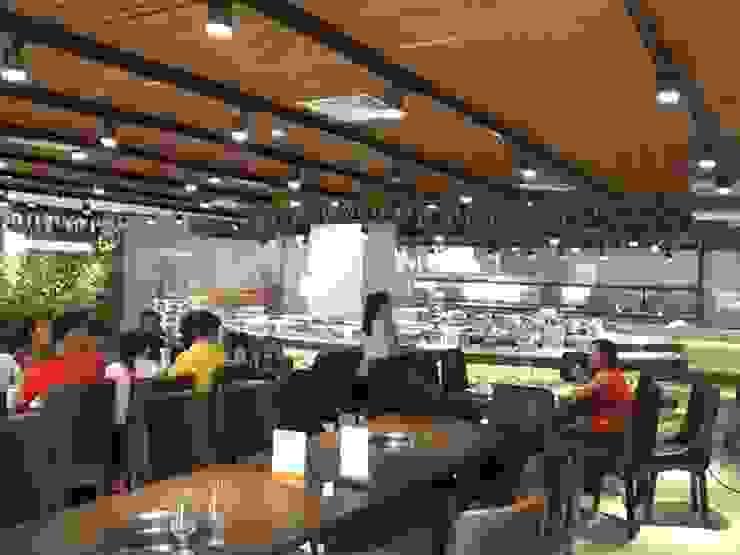 Hình ảnh thực tế khu vực thưởng thức ẩm thực dành cho thực khách của nhà hàng Buffet Poseidon- 85 Lê Văn Lương: hiện đại  by Nội thất Hpro, Hiện đại