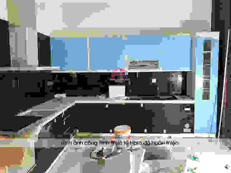 Ảnh thực tế tủ bếp acrylic nhà anh Trí ở Nam Định trong giai đoạn gần hoàn thành thi công: hiện đại  by Nội thất Hpro, Hiện đại