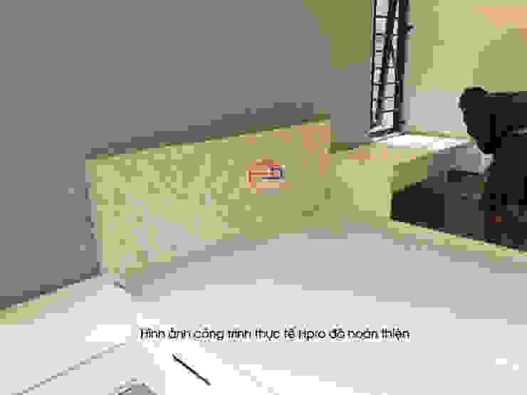 Ảnh thực tế không gian nội thất phòng ngủ gỗ melamine trong giai đoạn thi công nhầ anh Trí ở Nam Định: hiện đại  by Nội thất Hpro, Hiện đại