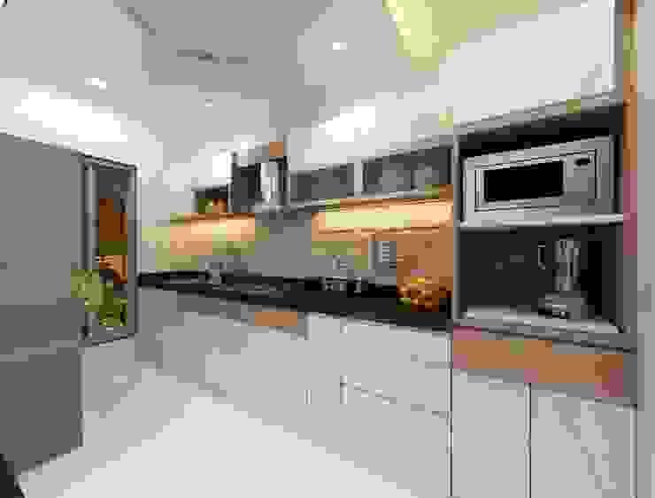 Modular kitchen Minimalist kitchen by Square 4 Design & Build Minimalist