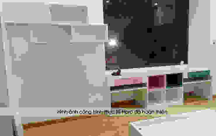 Ảnh thực tế kệ sách trong nội thất phòng ngủ 2 bé nhà chị Hương ở Sơn La: hiện đại  by Nội thất Hpro, Hiện đại