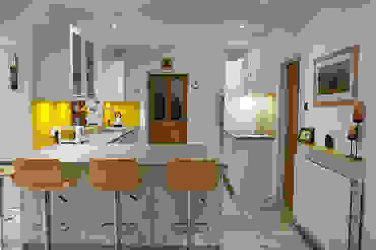Mr & Mrs Waite Modern kitchen by Kreativ Kitchens Modern