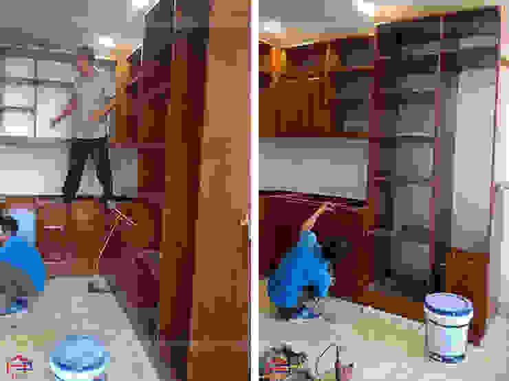 Ảnh thi công tủ bếp gỗ xoan đào đã sơn pu nhà anh Hùng ở Long Biên: hiện đại  by Nội thất Hpro, Hiện đại