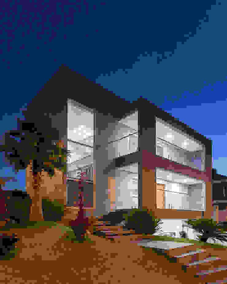 Fachada Principal por Carolina Burin & Arquitetos Associados Moderno Concreto