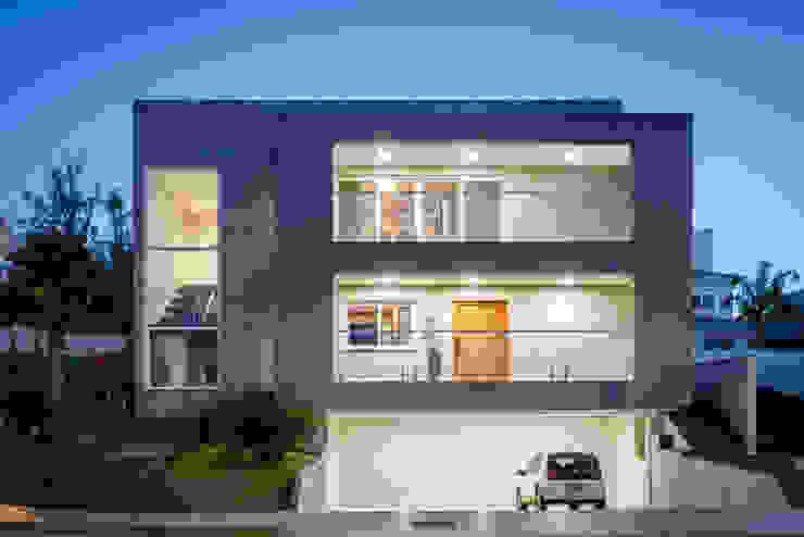 Plano frontal por Carolina Burin & Arquitetos Associados Moderno