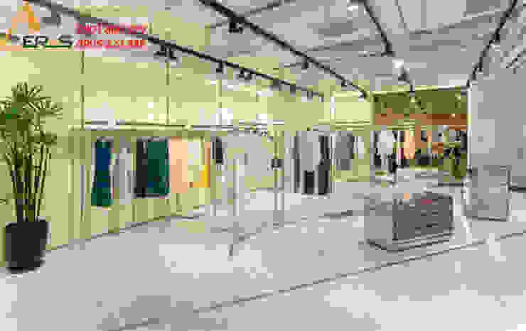 Thiet ke shop thoi trang Runway - Quan 3 bởi xuongmocso1 Nhiệt đới