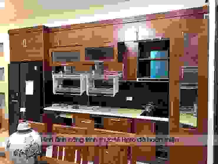Ảnh thực tế tủ bếp gỗ sồi mỹ chữ L nhà anh Phương ở Đức Giang: hiện đại  by Nội thất Hpro, Hiện đại
