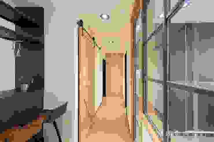 沙瑪室內裝修有限公司 Pasillos, vestíbulos y escaleras modernos