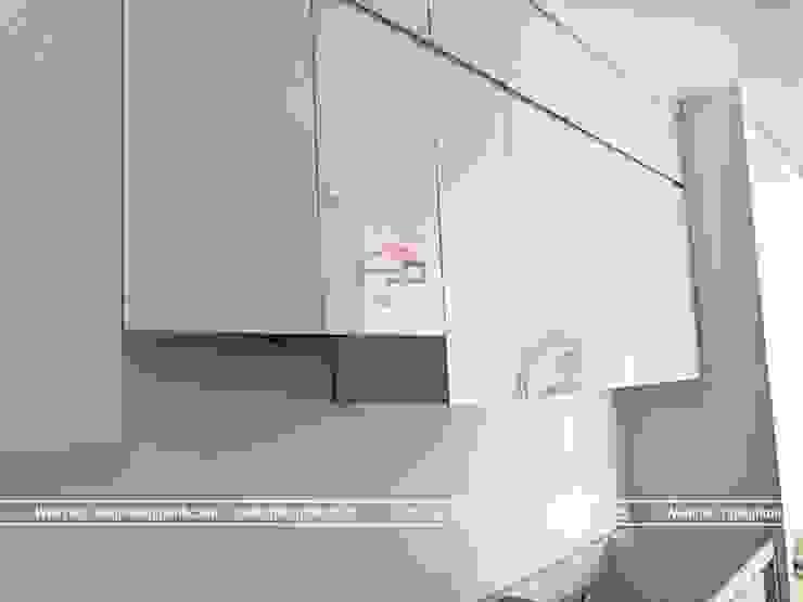 Tủ bếp laminate nhà chị Trang ở Long Biên trong giai đoạn thi công: hiện đại  by Nội thất Hpro, Hiện đại