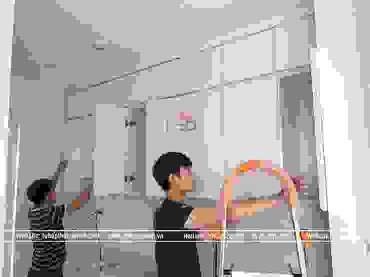 Lắp đặt tủ bếp laminate chữ I màu trắng bóng cho nhà chị Trang ở Long Biên: hiện đại  by Nội thất Hpro, Hiện đại
