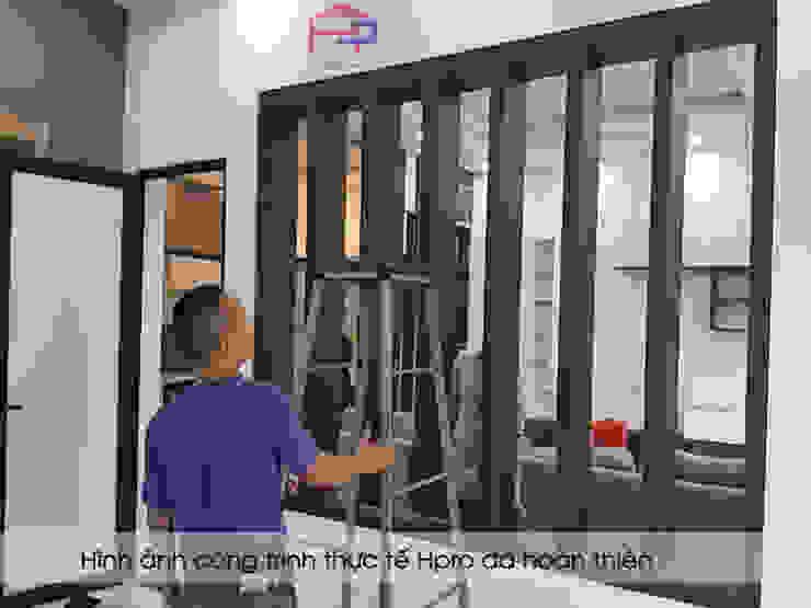 Thi công vách ngăn phòng khách gỗ melamine số 2 nhà anh Thủy ở Hải Phòng: hiện đại  by Nội thất Hpro, Hiện đại