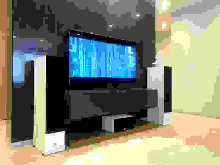 Minimalist living room by Tele-Art Minimalist
