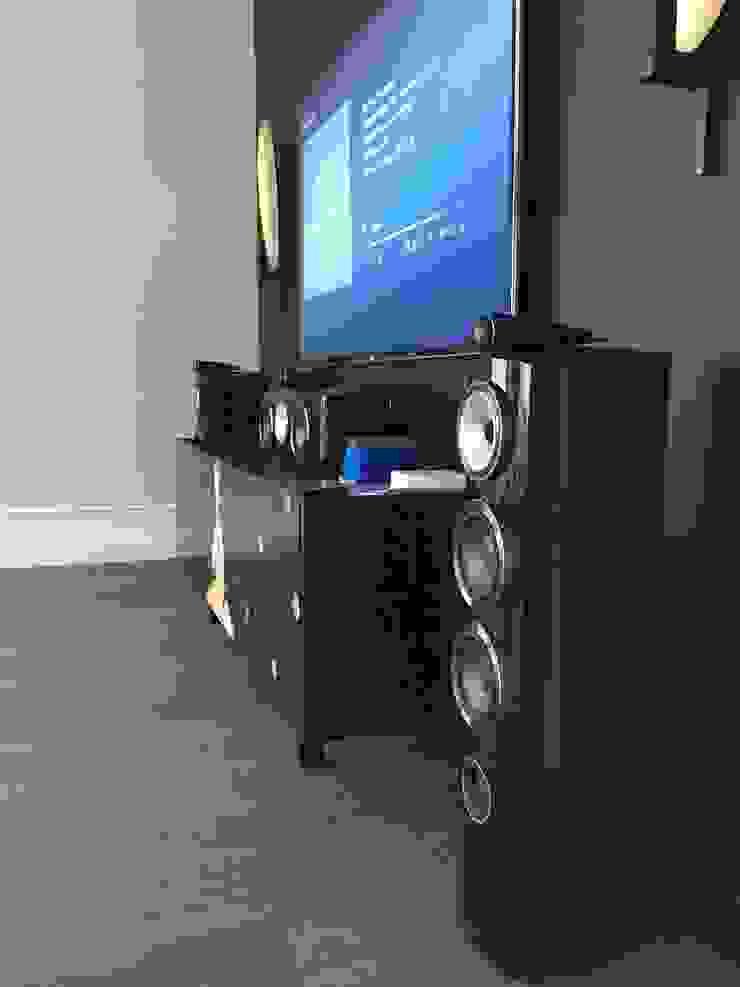 Tele-Art Modern living room