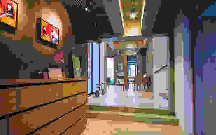 House Foyer Pilaster Studio Design