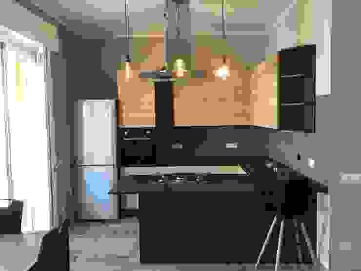 Ristrutturazione appartamento stile Industrial Omnia Multiservizi - Roma Invest Cucina in stile industriale