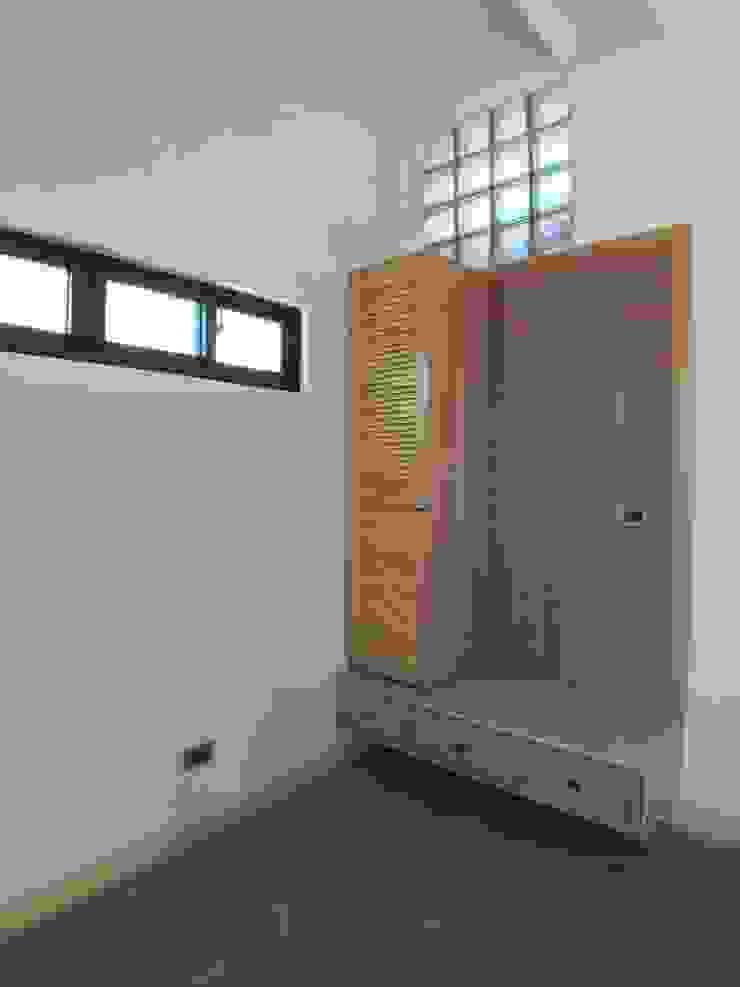 車庫鞋櫃及穿鞋椅 houseda 車庫/遮陽棚 合板 Wood effect