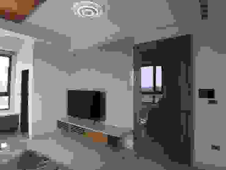 電視牆及入口玻璃門 houseda 客廳 石英 Wood effect