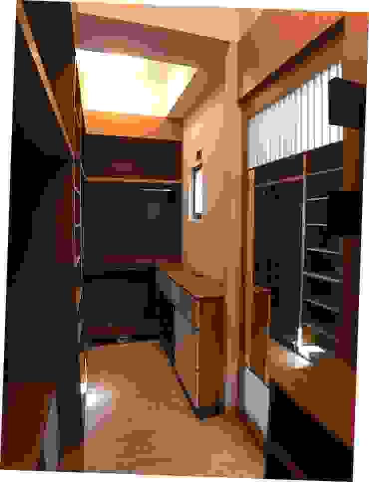 3F更衣室-拉門後的穿衣鏡 houseda 更衣室 合板 Wood effect