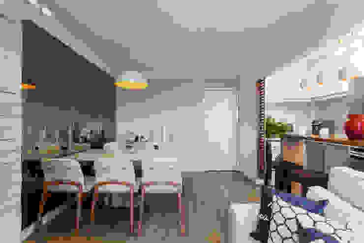 Sala de Jantar integrada e ampla: Salas de jantar  por Studio Elã