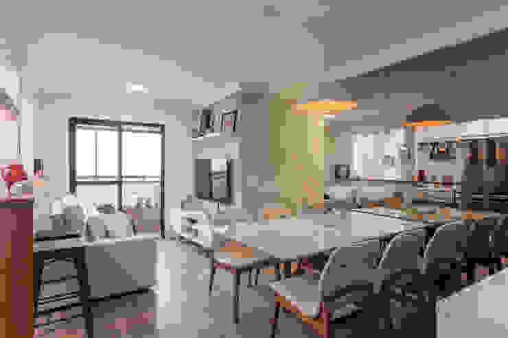 Sala de jantar para até 7 pessoas: Salas de jantar  por Studio Elã