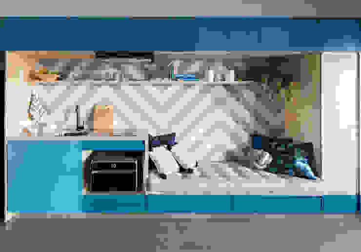 Módulo personalizado e painel de azulejo colorido Modern Living Room by INÁ Arquitetura Modern