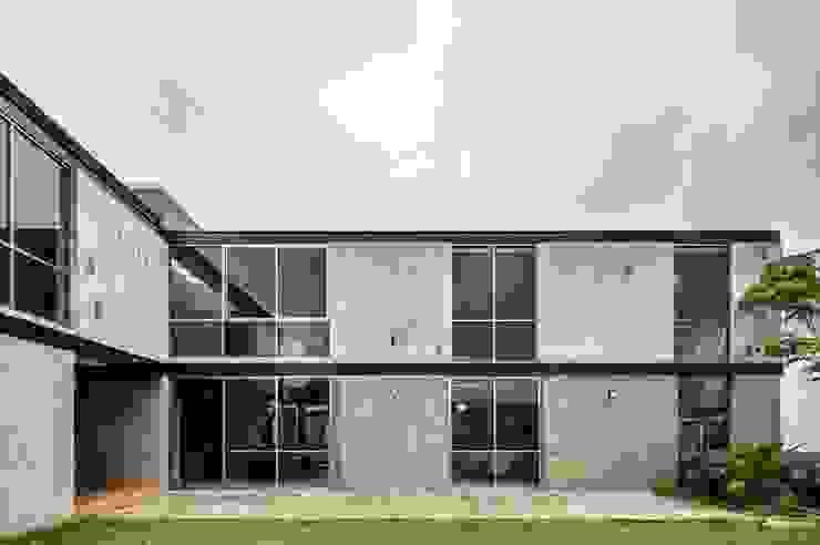 排屋 by Apaloosa Estudio de Arquitectura y Diseño