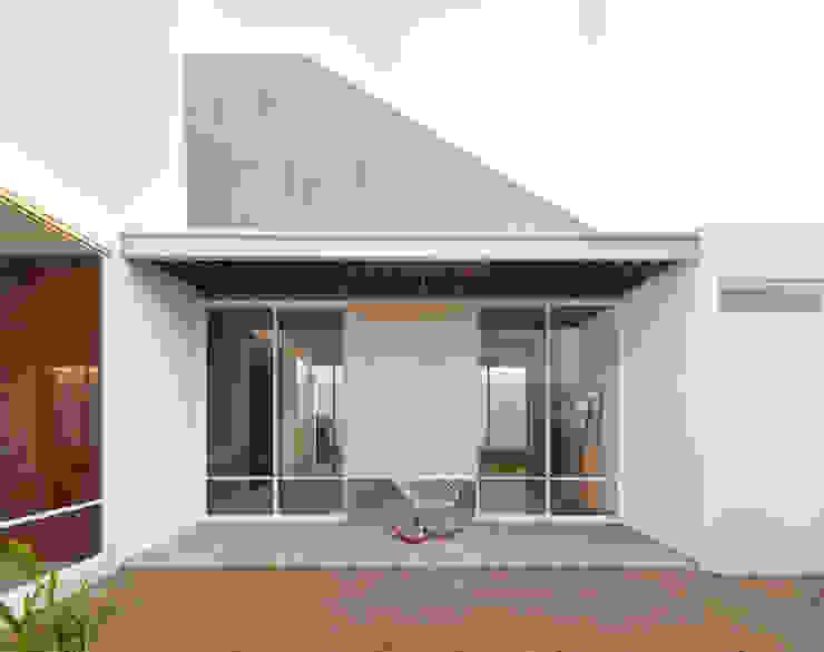 現代房屋設計點子、靈感 & 圖片 根據 Apaloosa Estudio de Arquitectura y Diseño 現代風
