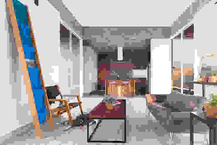 现代客厅設計點子、靈感 & 圖片 根據 Apaloosa Estudio de Arquitectura y Diseño 現代風