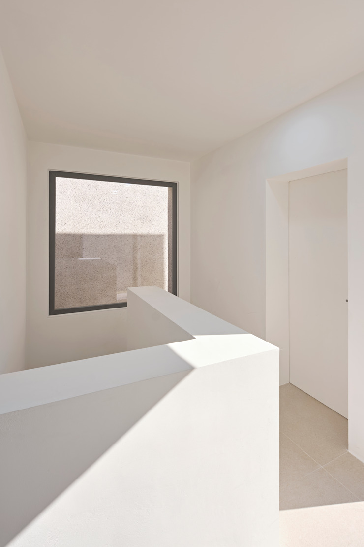 Ivory House by Lee Jae Architects 모던