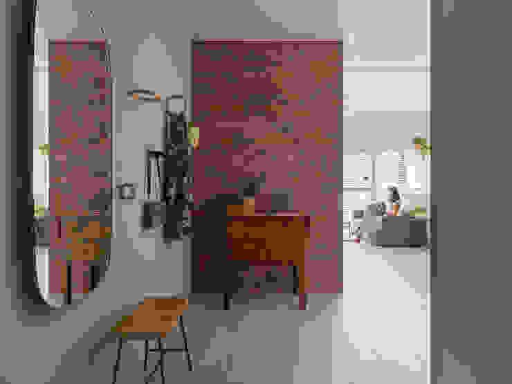 Chic house:  走廊 & 玄關 by 寓子設計,