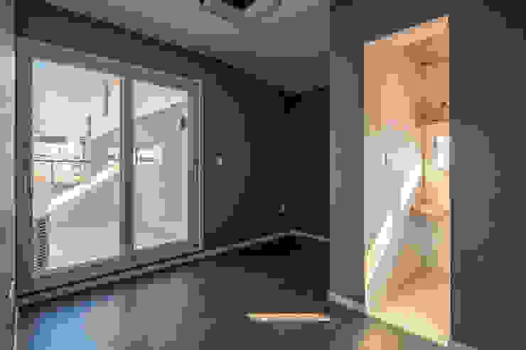 interior & architecture by INARK 대구 달서구 두류동 도담도담 하우스 대구 협소주택 소형주택 상가주택 전원주택 인아크 건축 설계 인테리어 디자인 미니멀리스트 침실 by inark [인아크 건축 설계 디자인] 미니멀