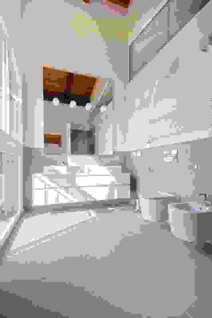 Flavia Benigni Architetto Baños de estilo moderno Azulejos Amarillo