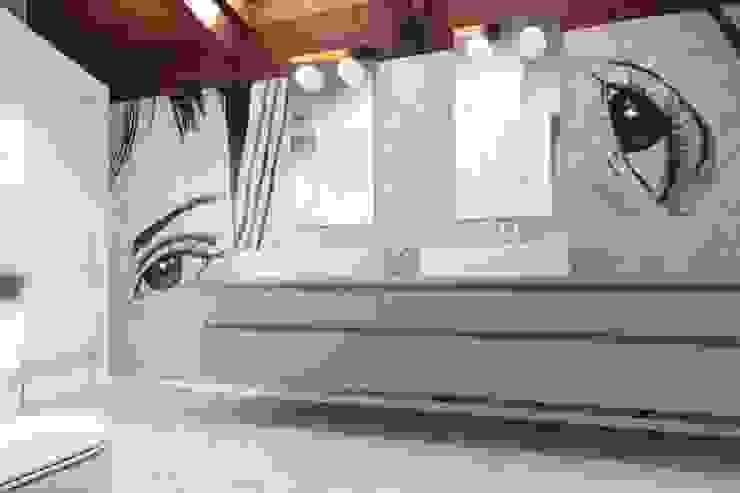 Flavia Benigni Architetto Baños de estilo moderno Azulejos Gris