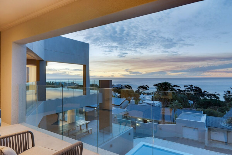 The modern Camps Bay home with a 12 Apostles view by FRANCOIS MARAIS ARCHITECTS Modern