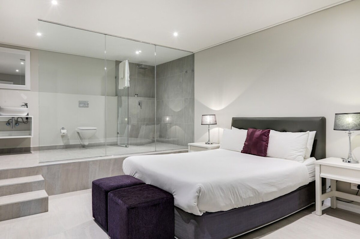 The modern Camps Bay home with a 12 Apostles view Modern style bedroom by FRANCOIS MARAIS ARCHITECTS Modern